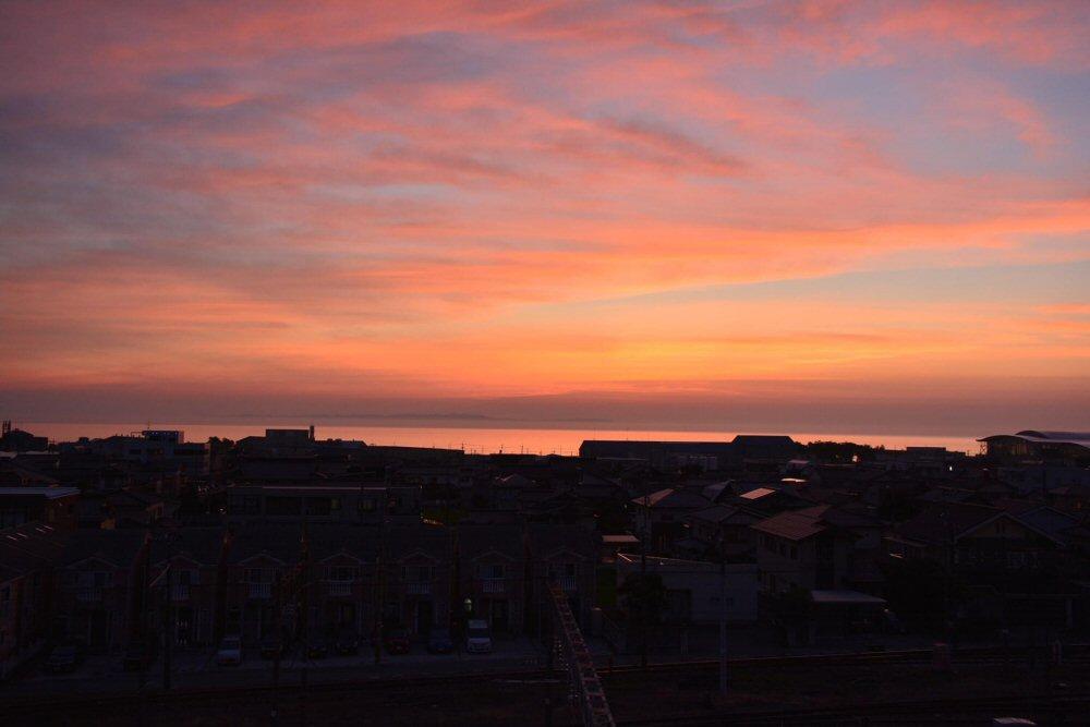 工場視察の後は連日の幻想的な夕焼け!