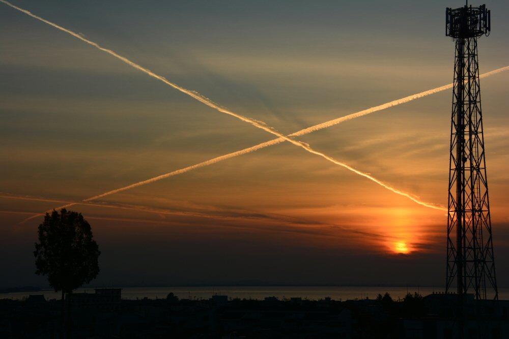 富山湾にX!飛行機雲祭り!?