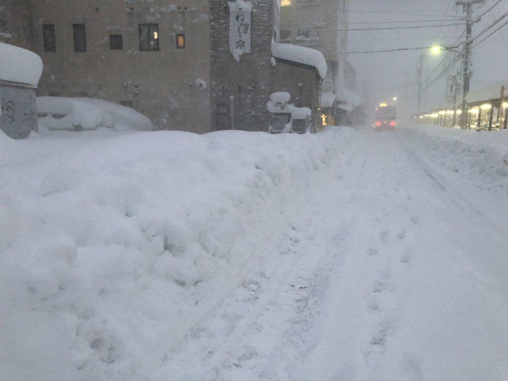 富山県内、連日の大雪で大変な事態になっています!災害レベル!